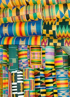 The icon of African cultural heritage around the world, Akan Kente is identified by its dazzling, multicolored patterns of bright colors, geometric shapes, and bold designs. The African American traditional style has a unique identity of its own. The Kente cloth is famously a African textile. They find their place now in Western style fashions proudly including in bow ties and cummerbunds. #angola #reisjunk #travel #world #explore www.reisjunk.nl
