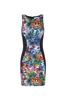 Las flores siguen siendo tendencia. No te pierdas las recomendaciones para el verano de Chiti García. #fashion #moda
