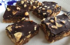 Uforskammet gode snickers - Sund & Glad Vegan Treats, Healthy Treats, Homemade Candies, Cookie Desserts, Sweet Tooth, Snack Recipes, Lchf, Keto, Food Porn