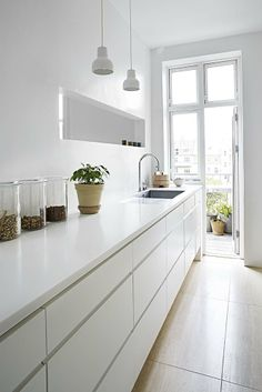 Cheap Home Decor Home of an interior architect - via Coco Lapine Design.Cheap Home Decor Home of an interior architect - via Coco Lapine Design Kitchen Interior, Home, Kitchen Remodel, House Interior, Kitchen Dining Room, Home Kitchens, Minimalist Kitchen, Modern Laundry Rooms, Kitchen Design