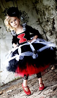 Spider Halloween costume idea for kids. okay, Molly requests to be a spider and Eli wants to be a skeleton. Spider Halloween Costume, Halloween 2018, Halloween Costumes For Kids, Fall Halloween, Halloween Crafts, Happy Halloween, Halloween Decorations, Black Widow Costume, Maquillage Halloween