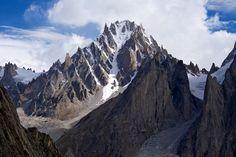 El impresionante pico Sulu, foto de Jon Griffith