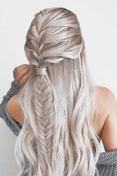 Searching for a gorgeous graduation hairstyle? These popular trends will help you find the most flattering style that will make you look like the real Belle of the Ball. All your girlfriends will envy! #graduationhairstyles, #hairstylesforlonghair, #promhairstyles, #braidedhairstyles, #cutehairstyles