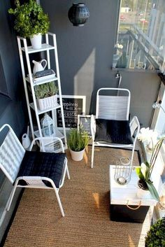Tiny Livable Areas: Small Apartment Balconies - Unique Balcony Garden Decoration and Easy DIY Ideas Garden Garden apartment Garden ideas Garden small Small Balcony Design, Small Balcony Decor, Tiny Balcony, Small Patio, Balcony Ideas, Balcony Plants, Balcony Gardening, Patio Ideas, Apartment Balcony Decorating