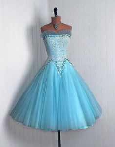 50s dress, this'd be cute for a prom dress