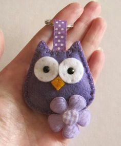 Just finished this commission for a purple Hootie with a flower keyring, hope you like her. Felt Crafts Diy, Fabric Crafts, Sewing Crafts, Sewing Projects, Felt Ornaments Patterns, Felt Patterns, Owl Sewing, Felt Gifts, Creative Arts And Crafts