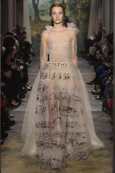 """La valse de Violetta Valéry"", parchment-colored tulle dress embroidered with the score from ""La Traviata"". ""La Traviata""- Giuseppe Verdi - 1853 1.600 heures de broderie."