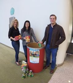 DKI's California Team Donates Non-Perishable Food to the Community Food Bank for the Holiday Season.