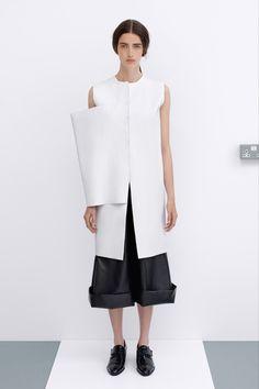 JW Anderson Resort 2014 Fashion Show Art Conceptual, Conceptual Fashion, Minimal Fashion, White Fashion, J W Anderson, Vogue Australia, Margiela, Fashion Show, Fashion Design