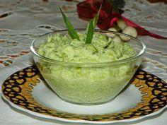 Mujdei de usturoi verde Romanian Food, Romanian Recipes, Vegetarian Recipes, Cooking Recipes, Preserves, Guacamole, Food And Drink, Ethnic Recipes, Sauces