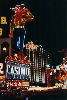 Do you wish to pay a visit to Las Vegas? It is an impressive place with so much to do each day as well as nighttime. Click now to learn more info on this unique awesome area. Vegas Fun, Vegas Casino, Las Vegas Nevada, Vegas Theme, Vegas Vacation, Vacation Ideas, Reno Tahoe, Nevada Usa, Neon Nights