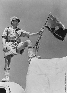 A soldier of the French Foreign Legion holding his regiment's banner at Bar Hacheim in Libya. (Photo by Three Lions/Getty Images). Circa 1940