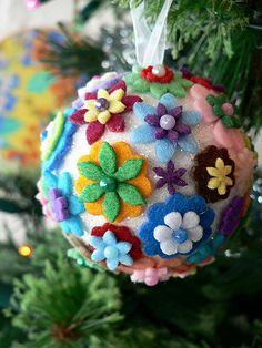 Felt Flower Christmas Ball | A beautiful yet non-traditional Christmas ornament to make.
