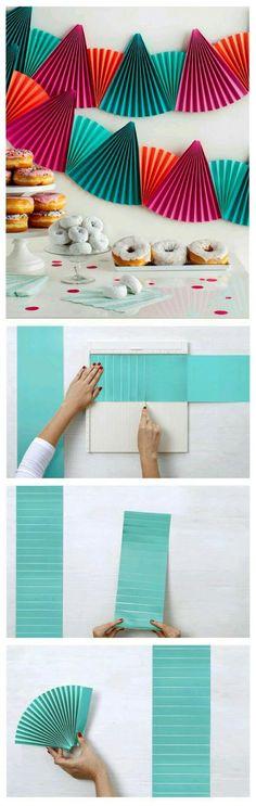 Usa acordeones o abanicos de papel para crear listones o guirnaldas perfectos para decorar una fiesta. Son una opción única y divertida de ...