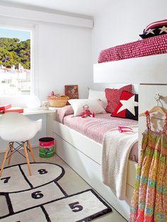 Habitación juvenil con dos camas tipo tren