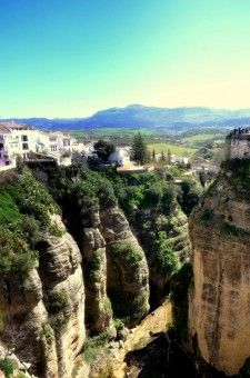 Ferry Tjan: Ronda is a city in Andalucia, located on the canyon, surounded of Mountains.