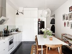 Wood, white and black in a warm mix | Scandinavian Deko.