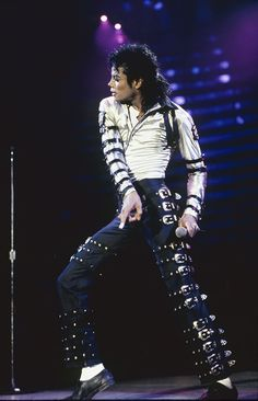 Michael Jackson performs live in concert