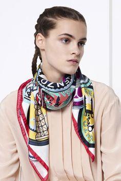 Carré Soie Médaillon Foulard Kenzo, S habiller Avec Un Foulard, Kenzo Femme, cc380bae9bf