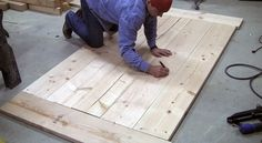 In this tutorial and video DIY Pete shows you how to build a beautiful farmhouse style dining table for your home. Farmhouse Style Dining Table, Build A Table, Farmhouse Dining Room Table, Dinning Room Tables, Wood Tables, Kitchen Tables, Diy Furniture Building, Diy Furniture Plans, Farm Table Plans