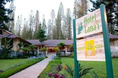 If you're looking for an experience reminiscent of a vintage Hawaiian postcard, you'll find it at the Hotel Lanai.