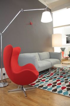 A bright red Egg chair from #FritzHansen paired with the Copla sofa by #Sancal on a #GandiaBlasco rug