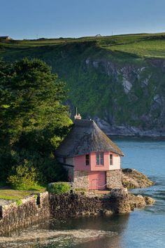 Bantham boathouse on the River Avon Britain Uk, Great Britain, South West Coast Path, Stucco Homes, 3 Pm, Devon And Cornwall, North Devon, A Level Art, Bucket Lists