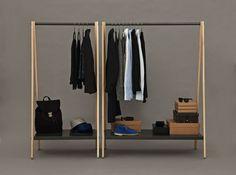Normann Copenhagen presenta Toj. Il disegnatore Simon Legald ha creato un appendiabiti con un'espressione industriale ed al contempo semplice, la funzione è evidente e la costruzione semplice, con barre ed un ripiano che permettono la sistemazione di abiti, scarpe e borse.