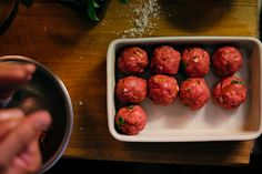 Homemade meatballs. How to do it? Easy :) Homemade, Ethnic Recipes, Easy, Food, Tomato Sauce, Cook, Recipes, Ideas, Ethnic Food