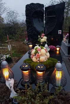 Grave Decorations, Table Decorations, Modern Castle, Castle House, Funeral Flowers, Beautiful Landscapes, Exterior Design, Paper Flowers, Floral Arrangements