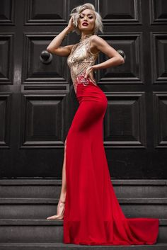A red prom dress will make you look stunning by bringing out the deepness in the eyes and making the skin look glowing. Our photo gallery can inspire you.