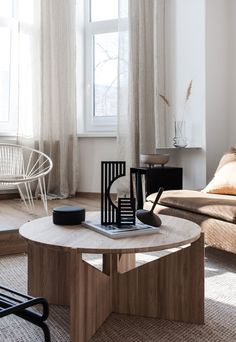 A look around a beautiful Czech apartment that mixes minimalist lines, snuggly textures and a soothing brown and beige colour palette. Interior Design Tips, Interior Styling, Interior Ideas, Interior Inspiration, Beige Color Palette, Cosy Cafe, Cosy Apartment, Printed Cushions, Living Room Modern