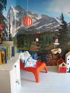 Murals and kids rooms, adorable.
