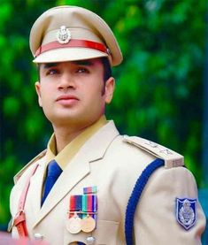 Ias Officers, Police Officer, Indian Police Service, Mahesh Babu Wallpapers, Indian Army Quotes, Upsc Civil Services, Indian Flag, Motivational Picture Quotes, Police Uniforms