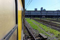Zug Kapstadt Metrorail Cape Town, Nightlife, Railroad Tracks, Explore, Zug, Things To Do, Train Tracks