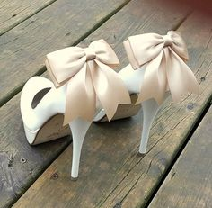 Hey, I found this really awesome Etsy listing at https://www.etsy.com/listing/249627263/wedding-shoe-clips-many-colors-champagne