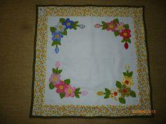 TOALHA QUADRADA Quilt Block Patterns, Pattern Blocks, Quilt Blocks, Free Pattern, Napkins, Quilts, Rugs, Tableware, Flowers