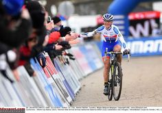Not often someone has time to high five the crowd because she's so far ahead of Some Dutchwoman - Katerina Nash wins in Namur