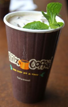 Philz Mint Mojito – Laundry In Louboutins Mint Coffee, Black Coffee, Iced Coffee, Coffee Drinks, Titos Vodka Recipes, Coffee Meme, Coffee Quotes, Coffee Infographic, Deserts