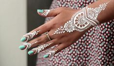 DIY How to Apply White Henna/ Body Paint Temporary Tattoo Tutorial 9 - Samira He. DIY How to Apply White Henna/ Body Paint Temporary Tattoo Tutorial 9 – Samira Henna Art – White Henna Tattoo, Gold Henna, Tattoo Henna, Henna Body Art, Henna Mehndi, Body Art Tattoos, Hand Tattoos, Mehendi, Tatoos