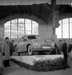 Tatra T-600 en el Autosalon Prague de 1947 (18-10-47)