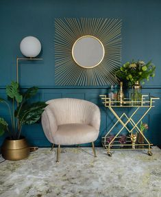 A fabulous golden drinks trolley, art deco style at its finest. Clean lines, sharp styling and good looks, a perfect drinks trolley for any home. Salon Art Deco, Casa Art Deco, Art Deco Home, Art Deco Decor, Art Deco Style, Art Deco Wall Art, Art Deco Mirror, Home Art, Art Deco Colors