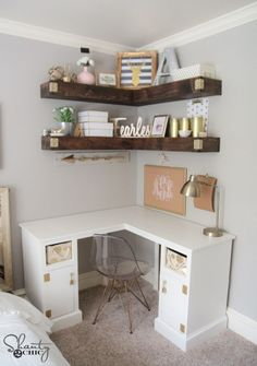 DIY corner desk with floating shelves. I would love this in my new room! White Corner Desk, Corner Space, Corner Desk Diy, Bedroom Corner, Corner Wall, Teen Bedroom Desk, Corner Workstation, Desk Space, Vanity For Bedroom