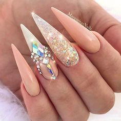 Both long nails and short nails can be fashionable and beautiful by artists. Short coffin nail art designs are something you must choose to try. They are one of the most popular nail art designs. Bling Stiletto Nails, Bling Nail Art, Glam Nails, Beauty Nails, Summer Stiletto Nails, Pointed Nails, Sparkle Nails, Gorgeous Nails, Love Nails