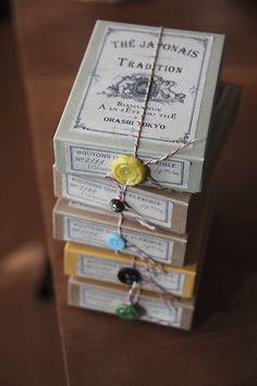 OHASHI のお茶 : Boxed tea, wrapped with twine and a vintage button