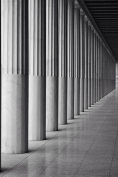 Stoa of Attalos Attica TrekEarth Architecture Design, Classic Architecture, Minimalist Architecture, Interior Columns, Interior And Exterior, Interior Design, Luigi Snozzi, Pillar Design, Fluted Columns