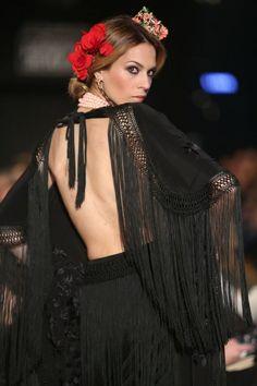 Pasarela Flamenca de Jerez 2013 - Lina - Colección Flamenco Cute Summer Dresses, Pretty Dresses, Fashion Details, Love Fashion, Spanish Dress, Spain Fashion, Gypsy Dresses, Fringe Dress, Dance Fashion