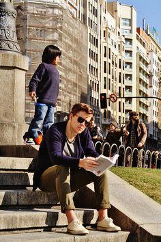 Lectura en Plaza España / Ver11 Plaza, Wordpress, Twitter, Photography, Instagram, Street, Reading, Fotografie, Photography Business