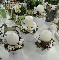 Noel Christmas, Christmas Candles, White Christmas, Christmas Wreaths, Christmas Ornaments, Diy And Crafts, Christmas Crafts, Deco Table Noel, Christmas Arrangements