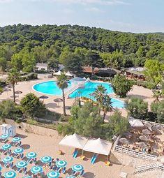 Dovolenka pri mori, Taliansko, Peschici - Manacore, Apúlia, Camping Village Internazionale Manacore. Kemp s mobilhomy, priamo pri pláži, vhodné pre rodiny s deťmi, pes povolený. Reštaurácia, športoviská, detské ihrisko, parkovisko, minimarket, bazén so šmykľavkami pre deti a panoramatický bazén s výhľadom na more pre dospelých. Camping, Outdoor Decor, Campsite, Campers, Tent Camping, Rv Camping